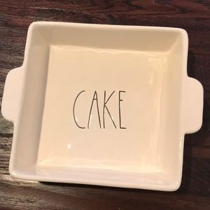 NWOT Rae Dunn CAKE Baking Dish